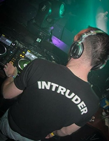 foto Intruder