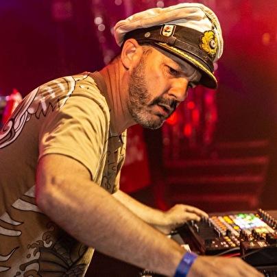 Captain Tinrib (foto)