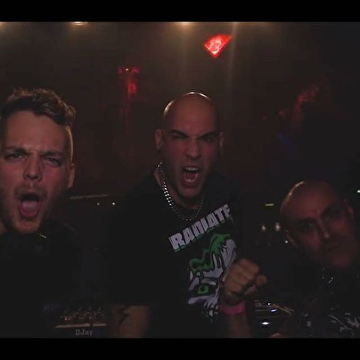 Offensive DJ team (foto)