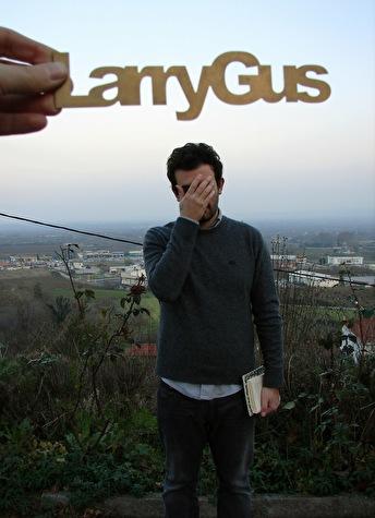 Larry Gus (foto)